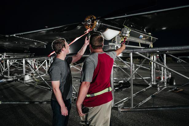 فيسبوك تحتفل باطلاق اول طائرة تعمل بالطاقة الشمسية لنشر الانترنت للعالم كله