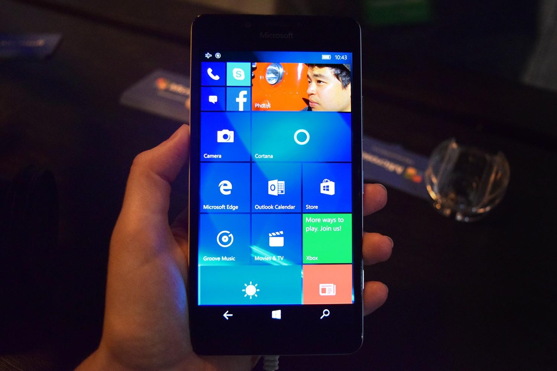 هاتف Lumia 950 مجانا عند شرائك لهاتف Lumia 950XL